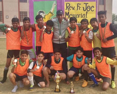CSGN FOOTBALL TEAM WITH Runner up trophy